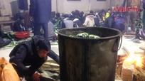 Thanh niên gói 1000 bánh chưng tặng người nghèo vùng băng tuyết