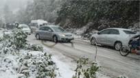 Lái xe cần lưu ý điều gì khi đi trên đường băng tuyết ?
