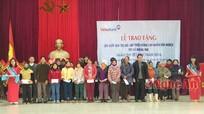 Trao quà hộ nghèo nhân dịp Tết Bính Thân 2016