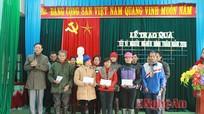 Cơ quan Đảng ủy Khối CCQ tỉnh tặng quà tết tại Tân Kỳ