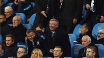 Ferguson tươi cười trên khán đài trong ngày Man City vào chung kết