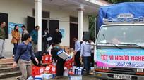 Ngân hàng Nghệ An trao quà Tết vì người nghèo