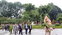 Ủy viên Bộ Chính trị Vương Đình Huệ dâng hoa tại Khu di tích Kim Liên