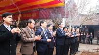 Bộ trưởng Bộ Công an dâng hương tại Đền thờ Hoàng đế Quang Trung