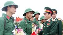 Tư lệnh Quân khu 4 và lãnh đạo tỉnh Nghệ An dự lễ giao quân tại huyện Yên Thành