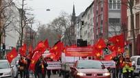 Người Việt ở Đức tuần hành phản đối quân sự hóa Biển Đông