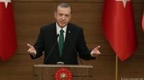 """Thổ Nhĩ Kỳ dọa """"nhấn chìm"""" châu Âu trong biển người di cư"""