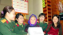 Thăm và tặng quà mẹ Việt Nam anh hùng ở Yên Thành
