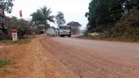 Quốc lộ 48 ngập bùn đất do thi công hồ chứa nước bản Mồng