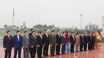 HĐND tỉnh Nghệ An dâng hoa tại Tượng đài Bác Hồ