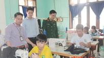Các đơn vị tặng quà Trung tâm Dạy nghề người tàn tật tỉnh Nghệ An
