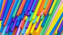 Cách tránh nguy cơ ung thư từ ống hút nhựa