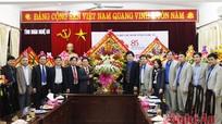 Thường trực Tỉnh ủy Nghệ An tặng hoa chúc mừng Tỉnh đoàn