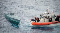 Mỹ bắt tàu bán ngầm chở ma túy trị giá hơn 190 triệu USD