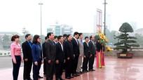 Lãnh đạo tỉnh Ninh Bình dâng hoa tại Quảng trường Hồ Chí Minh