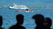 Chìm phà ở Indonesia, hành khách nhảy xuống biển