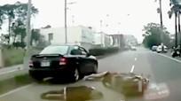Tai nạn thảm khốc từ sơ suất mở cửa ô tô