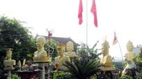 Nét đôn hậu của Vua Hùng trên pho tượng khắc bởi nghệ nhân quê lúa