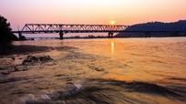 Cây cầu và nỗi nhớ