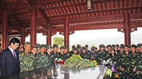 Đoàn công tác Học viện Quốc phòng dâng hương tại Khu di tích Truông Bồn