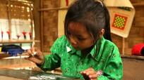 """Trẻ em vùng """"3 không"""" ở Nghệ An nhọc nhằn đến lớp"""