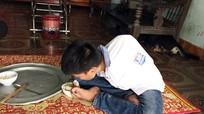 Cuộc sống của nam sinh không có tay ở Nghệ An