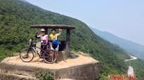 """Cặp vợ chồng ngũ tuần """"phượt"""" từ Nghệ An sang Lào, Thái bằng xe đạp"""