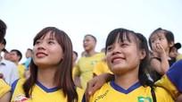 """Than Quảng Ninh - SLNA: """"Cuộc chiến"""" trên khán đài"""