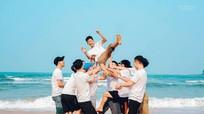 Kỷ yếu 'quậy tung biển' của học sinh trường Nguyễn Duy Trinh