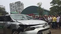 Taxi lao xuống hồ, 4 người trong xe chết thảm