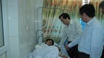 Phó chủ tịch UBND tỉnh thăm hỏi các nạn nhân vụ nổ ở KCN Nam Cấm