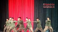 Hào hứng lớp học khiêu vũ trong doanh trại