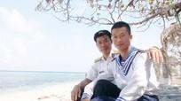 2 cha con cùng giữ đảo Sơn Ca