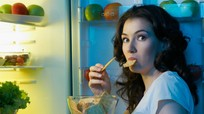 Nguy hiểm khi ăn tối muộn