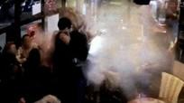 Khoảnh khắc kẻ đánh bom Paris nổ tung thân mình
