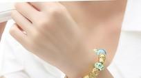 Những nguy hiểm vì thói quen đeo đồng hồ, trang sức tay trái