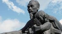 Đang hoàn thành tượng đài Chủ tịch Hồ Chí Minh trên quê hương Lênin