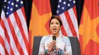 [Video] Mỹ Linh gây tranh cãi khi hát Quốc ca trong buổi gặp Tổng thống Obama