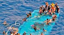 Ngày thứ 2 liên tiếp, 1 thuyền chở người di cư lật tại Italia