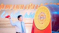 Deputy PM Vuong Dinh Hue drums to launch Cua Lo Tourism Festival