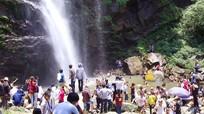 Biển người tìm đến thác Kèm trong ngày nghỉ lễ