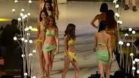 Cuộc thi sắc đẹp Miss Star cho thí sinh thay bikini trên sân khấu