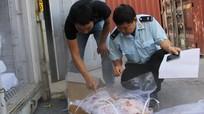 Hiểm nguy từ 27 tấn thịt đông lạnh vô thừa nhận