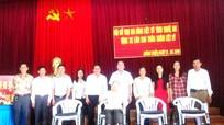 Hoàng Mai: Trao tặng xe lăn cho thân nhân liệt sỹ