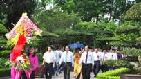Đảng ủy khối Doanh nghiệp Nghệ An dâng hoa, dâng hương tại Khu di tích Kim Liên