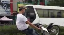 Thanh niên đi xe máy 'bốc đầu' bị xử phạt hành chính hơn 7 triệu đồng