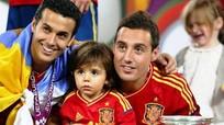 Fan Arsenal khuyên HLV Wenger ký hợp đồng với con trai 5 tuổi của Santi Cazorla
