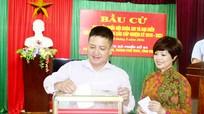 Vợ chồng táo giao thông Chí Trung bầu cử ở Nghệ An