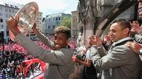 Cầu thủ 19 tuổi của Bayern giành danh hiệu lớn thứ tám