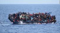 Video tàu chở người di cư lật úp trên Địa Trung Hải